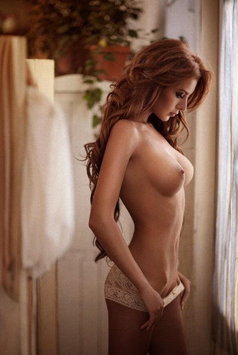 Sexy redhead nude
