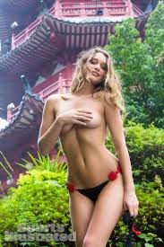 Hannah Davis topless