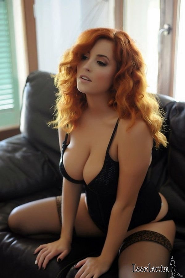 Sexy BBW redhead in lingerie