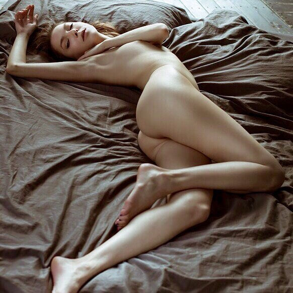 Awesome nude pose..
