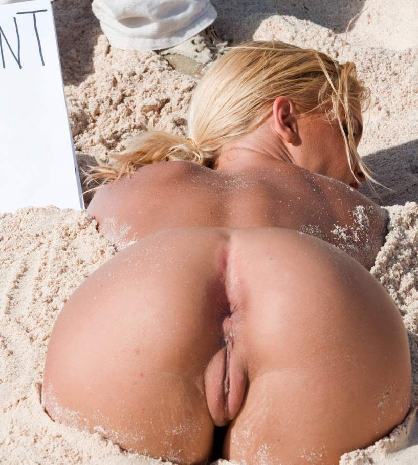 Blonde in the sand wanting to penetrate her