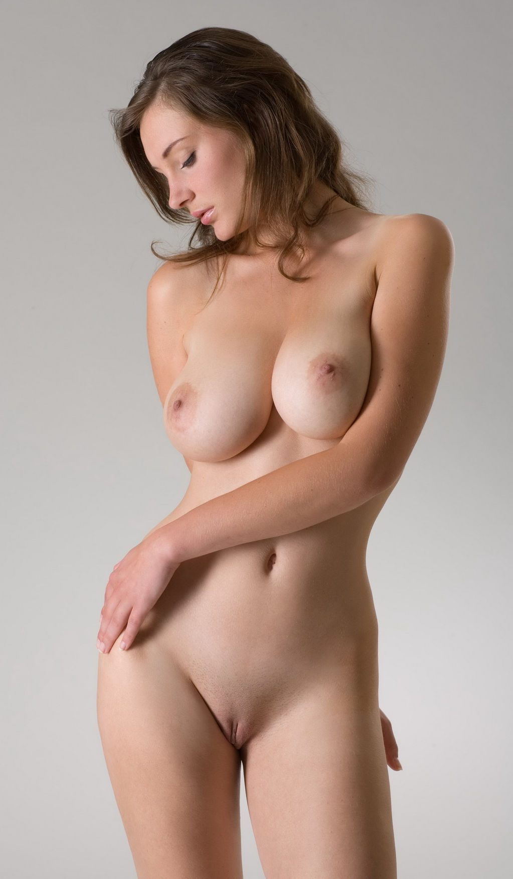 Brunette with big boobs without surgery