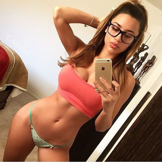Hot Girl Selfie
