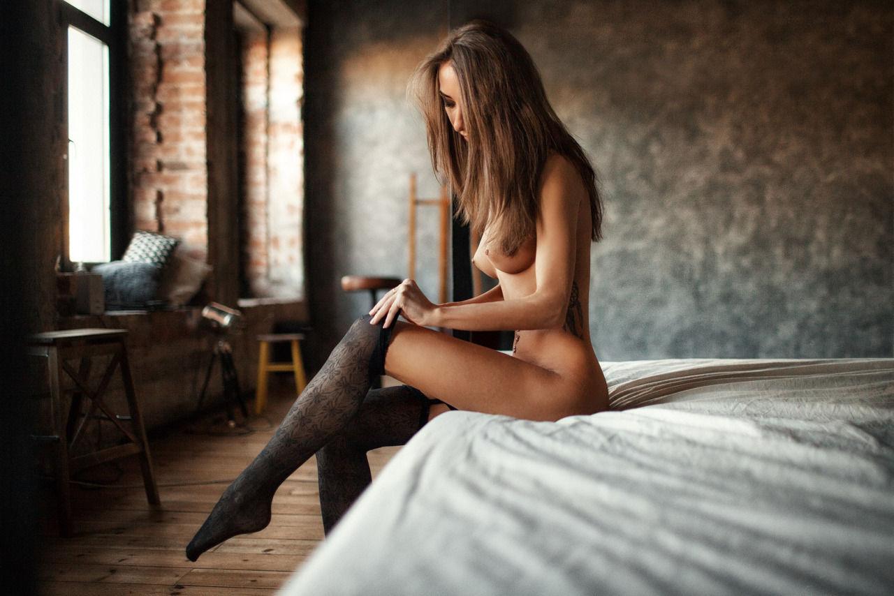 Morena con tetas perfectas y granes tiene ganas de sexo.