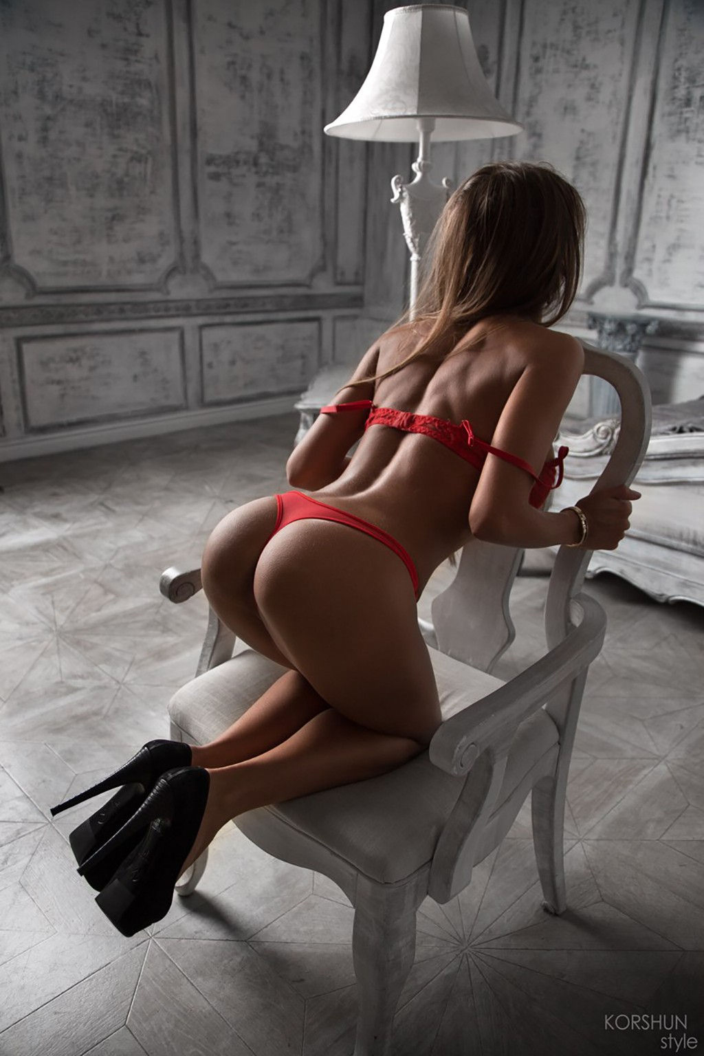 Morenaza con preciosa lenceria preparada para tener sexo