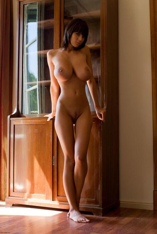 Фото голых девушек с очень большой грудью