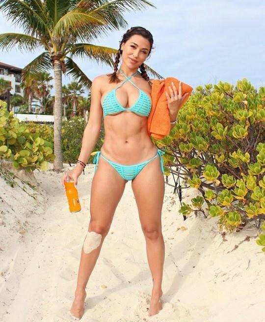 Sexy beach hottie.