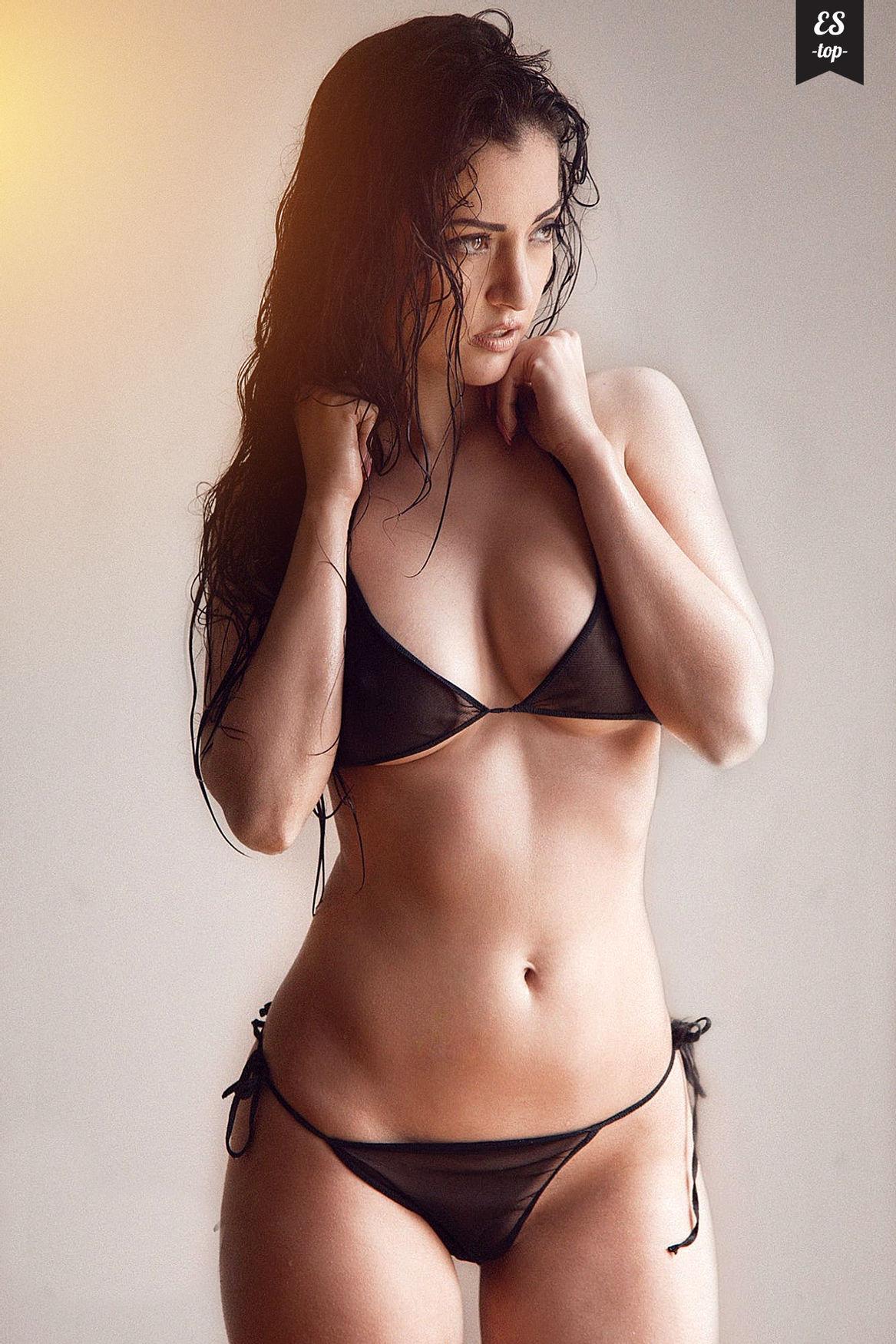 Stunning bikini babe..