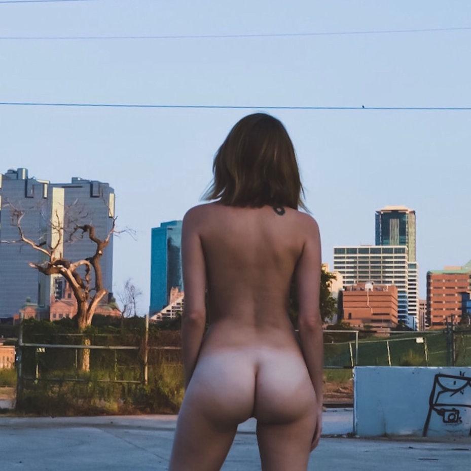 Sexy butt tan lines..😍