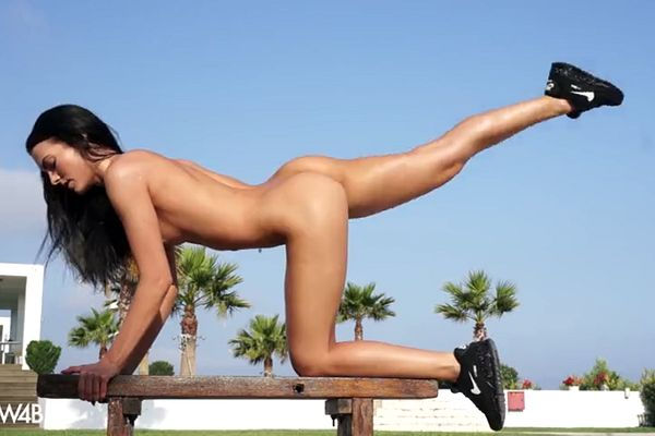 Naked training with stunning Slovakan lassie – Saphira
