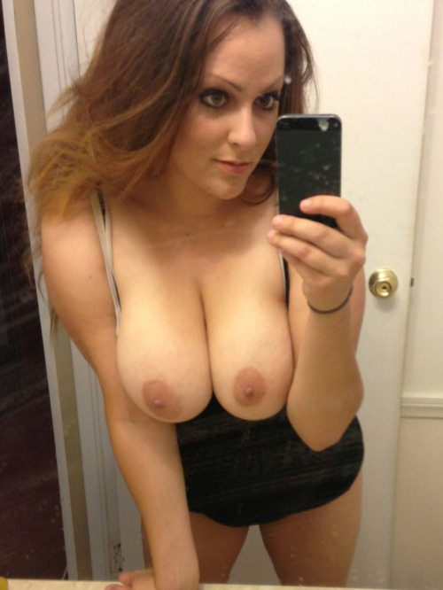 check out her boobies selfie..