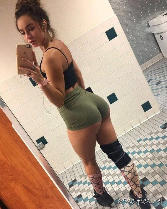 FITBABES 110 – 69  SELFIES !!!