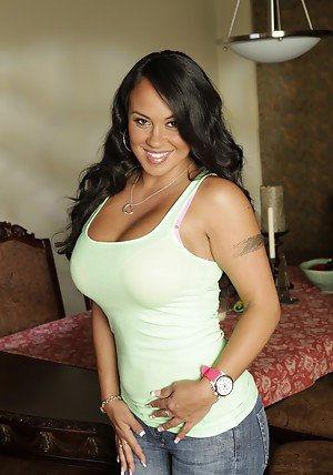 Latina milf Mariah Milano shows her big boobs and spreading babe legs