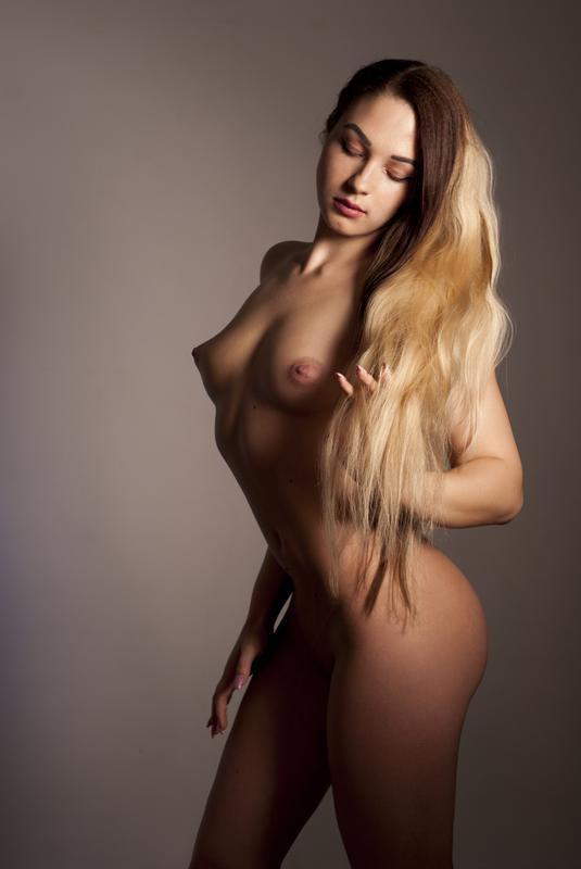 Hot beauty..😈