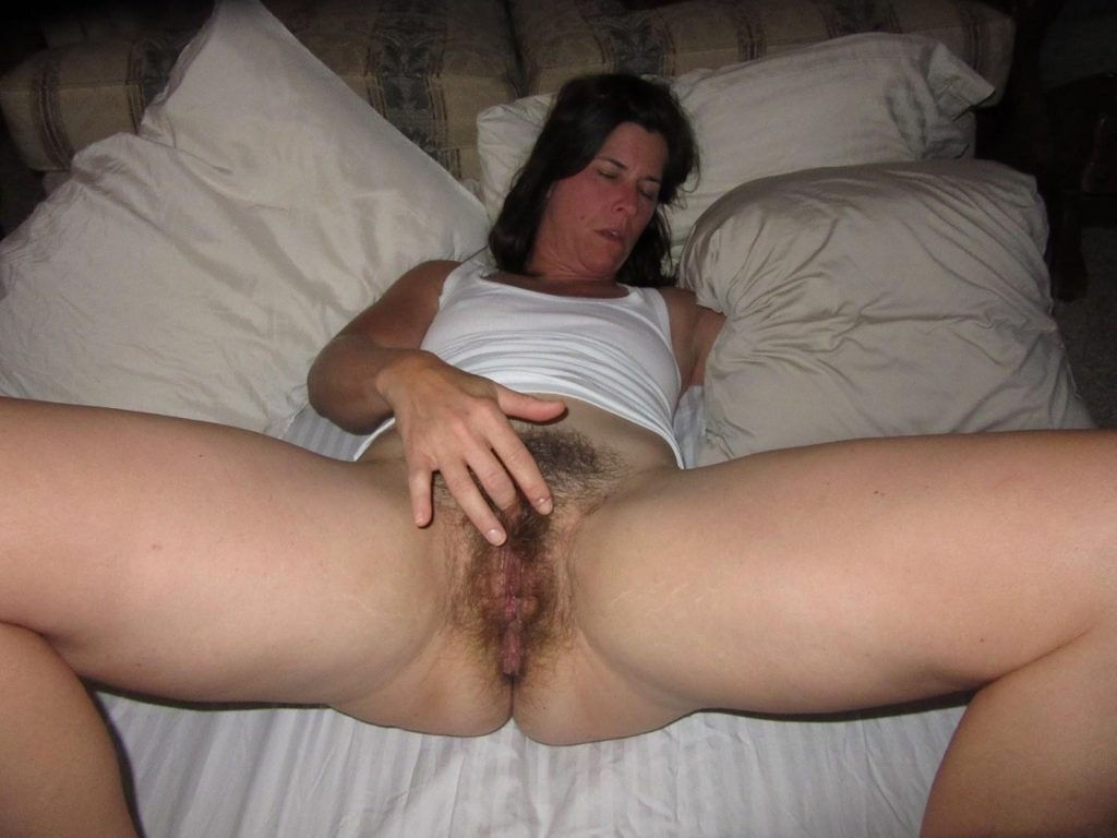 Hairy pussy MILF babe posing and spreading legs