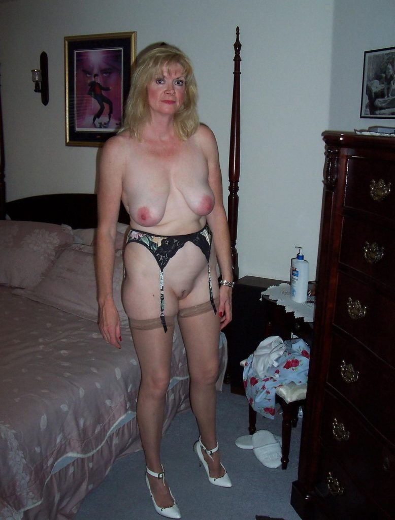 Older amateur mature blonde shows her natural hard nipples