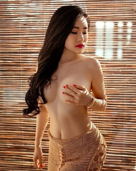 Girls showing her boobs for milking and she is best for escort service in Vasant Vihar