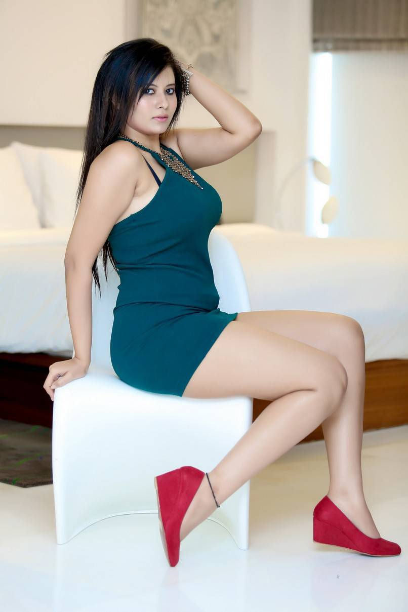 hire a beautiful call girl in Hauz Khas for real sex and enjoy your night with handsome guys.