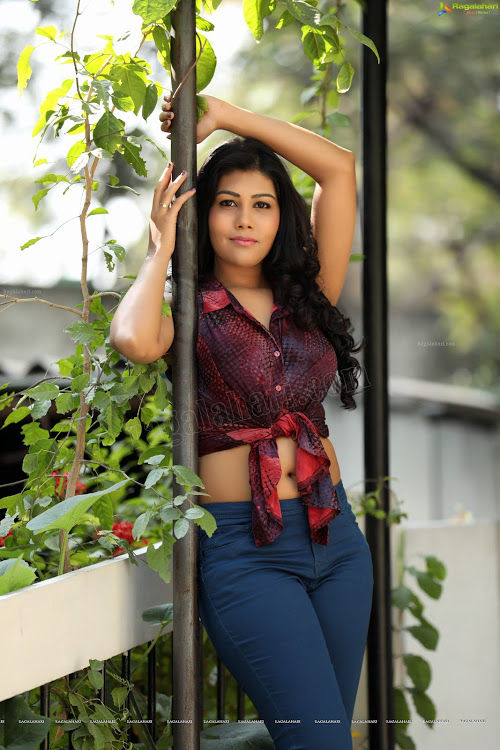 hire most beautiful and romantic call girl in Janakpuri