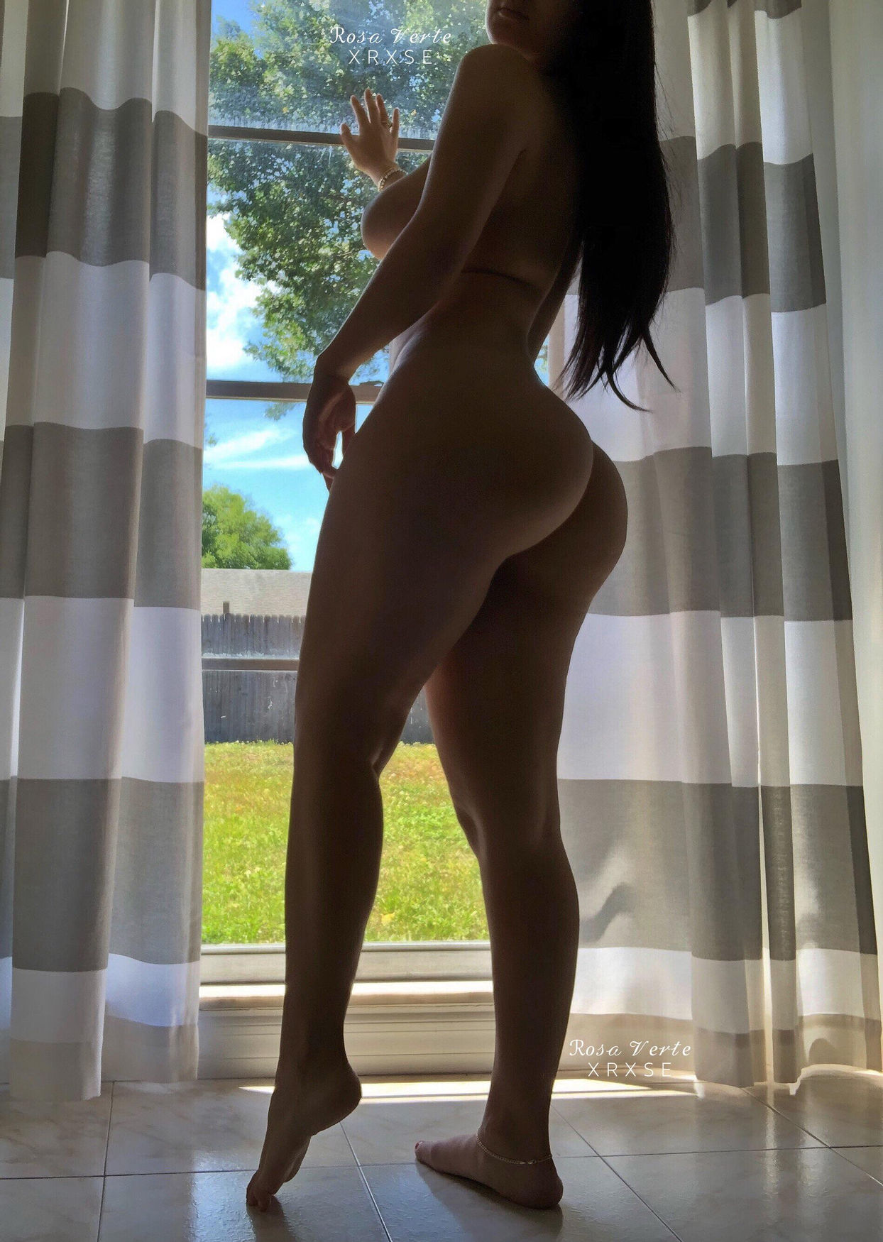 My pawg gf opening the curtains this morning