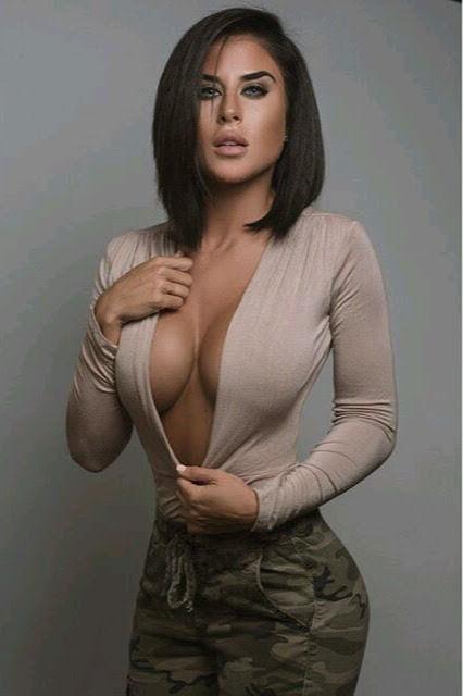 Nice cleavage 😍😍😍