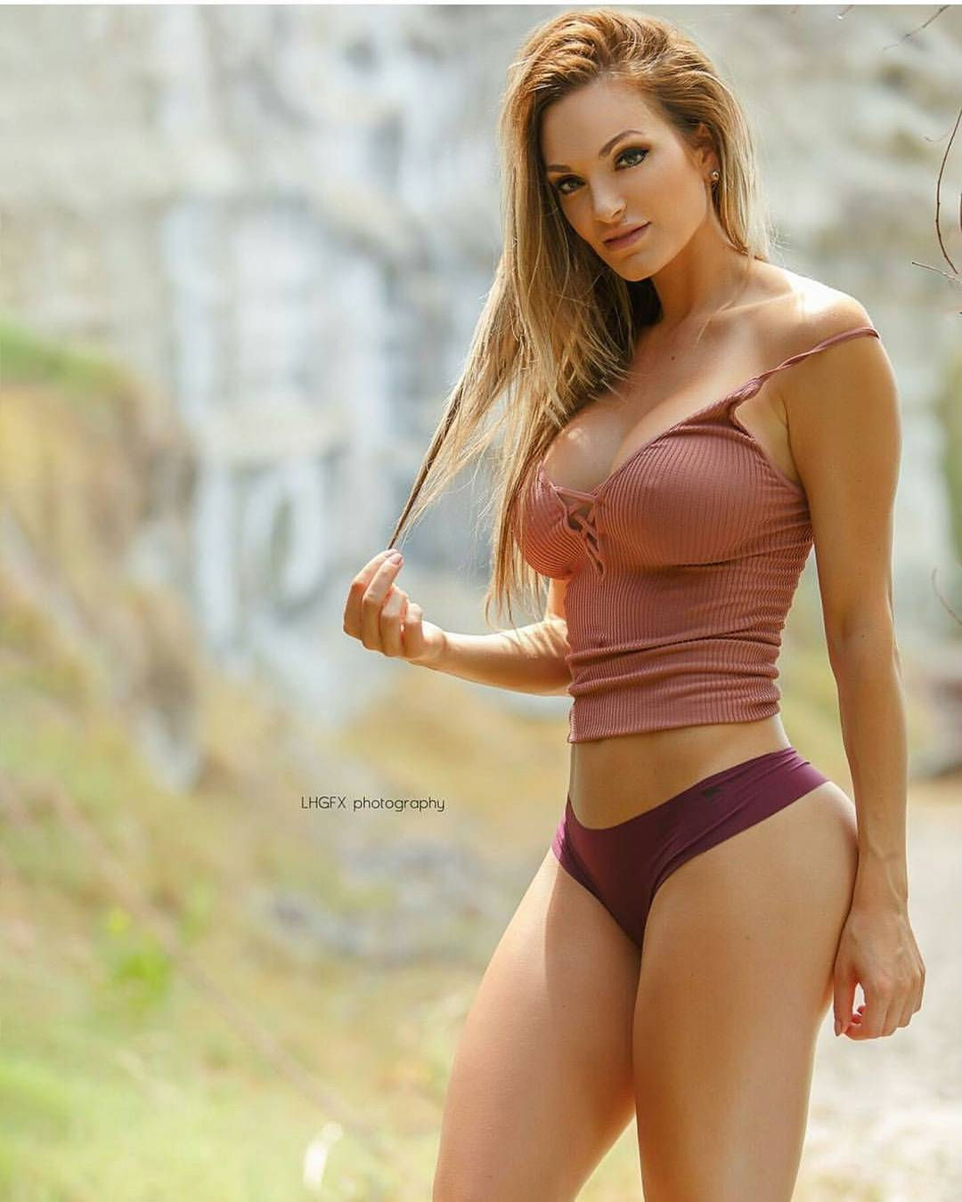 Hire sexy figure call girl in Greater Noida