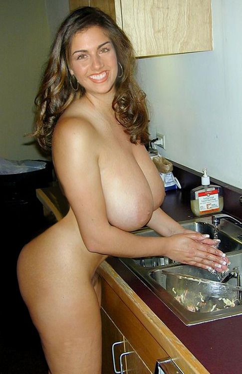 The beauty of having your own place..you get to see her wash the dishes…naked  😈&# ...
