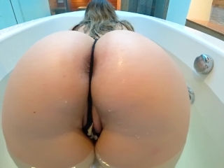 Fucking with big ass in the bathtub