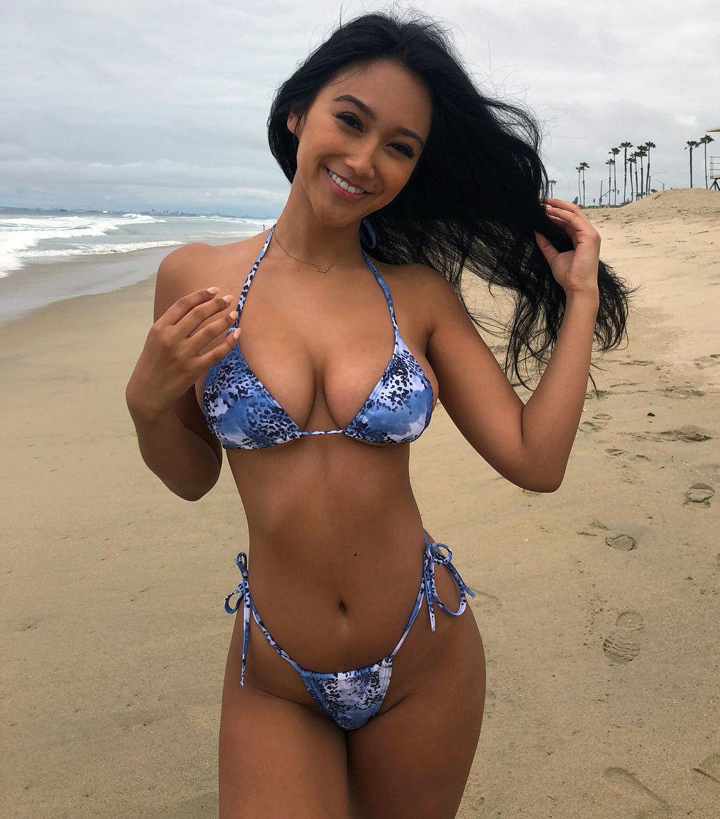 Bikini Girls Pleasure