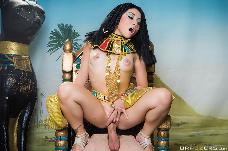 Rina Ellis – fucking Cleopatra on a trone