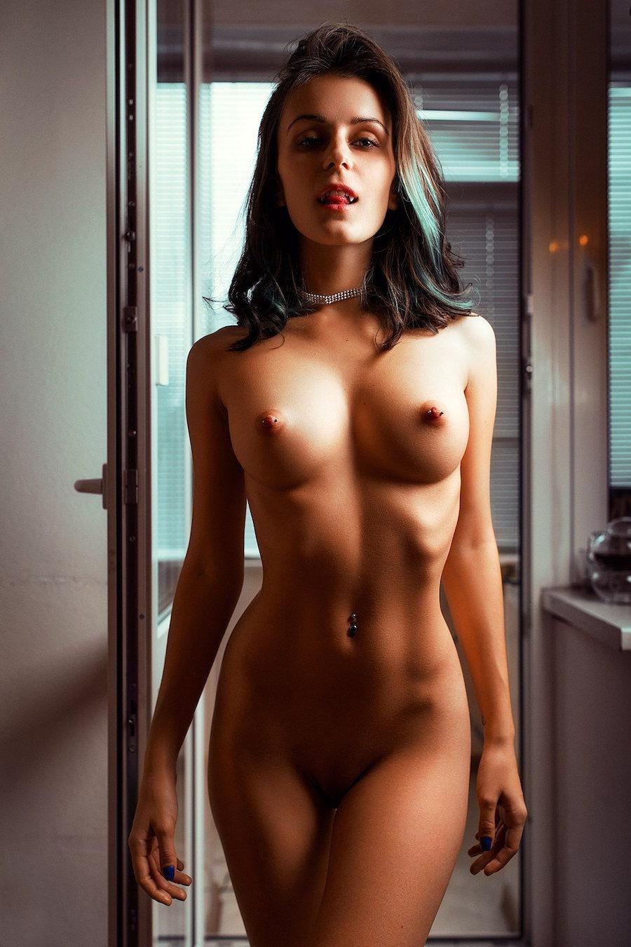 Nudist Girlfriend Perfect Naked Ass