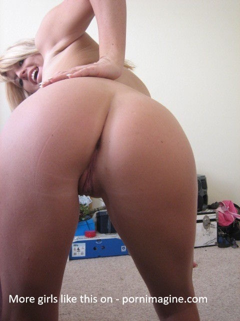 Nice Blonde Pussy – More photos of her on pornimagine.com