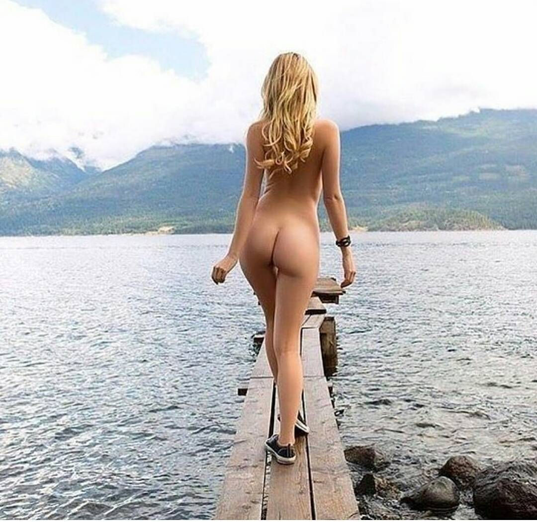 I gotta get myself  a place by the lake..damn! 😈😎