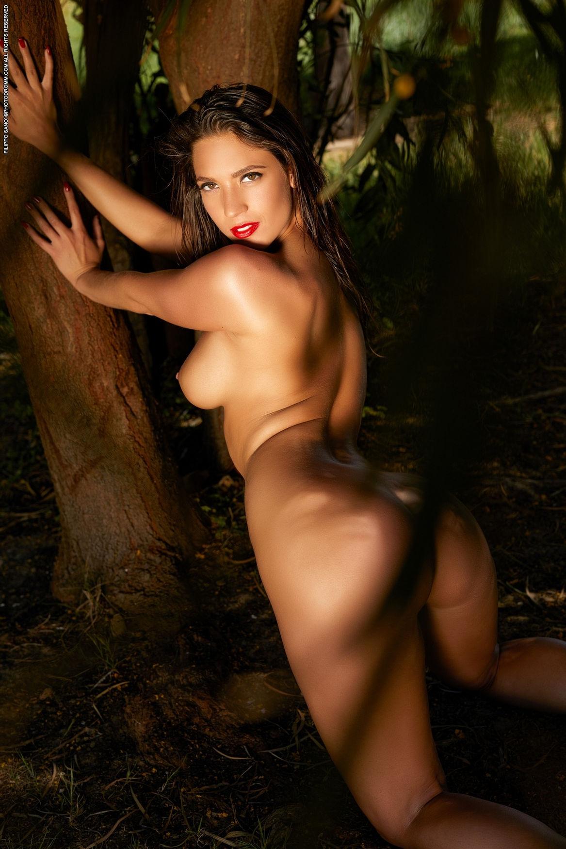 Love to thrust my pelvic on her 😈