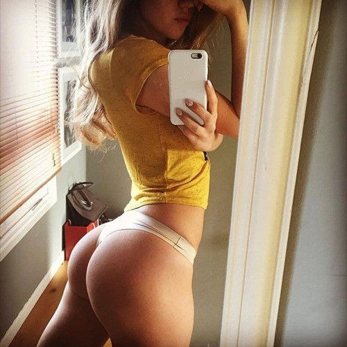 Awesome booty 😚