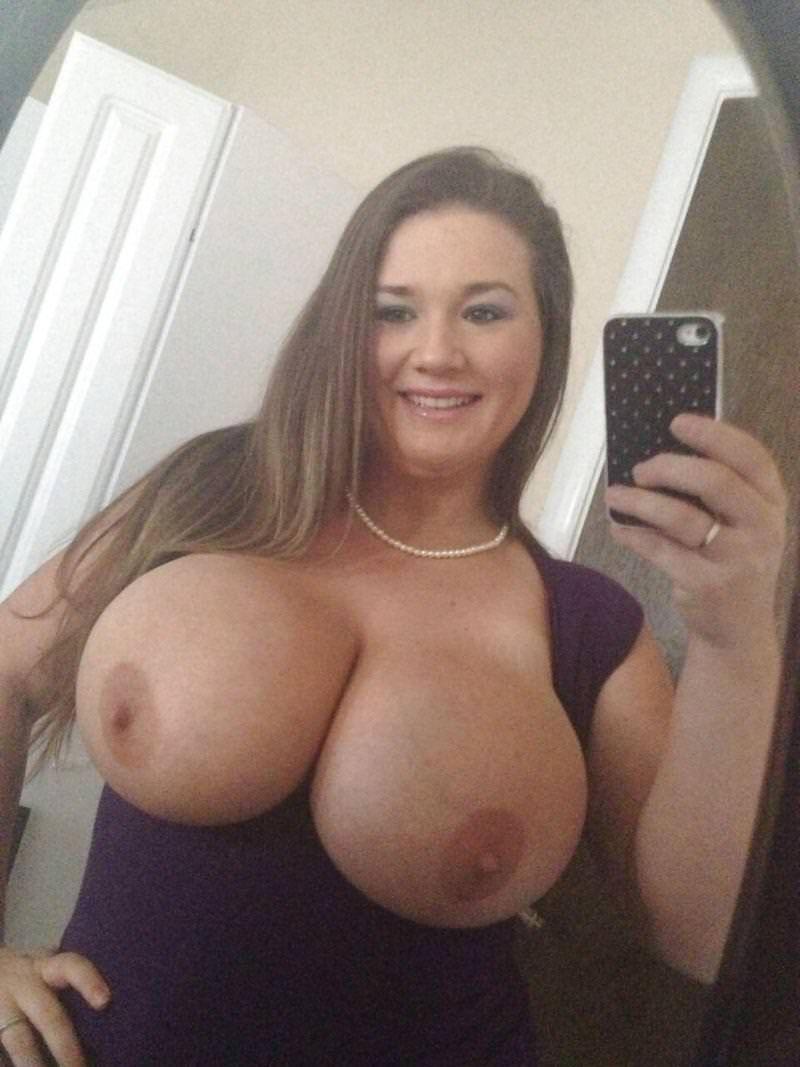 Nagie selfie strzelone przez seksowną laskę