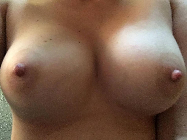 Big tits – more photos of her at pornimagine.com