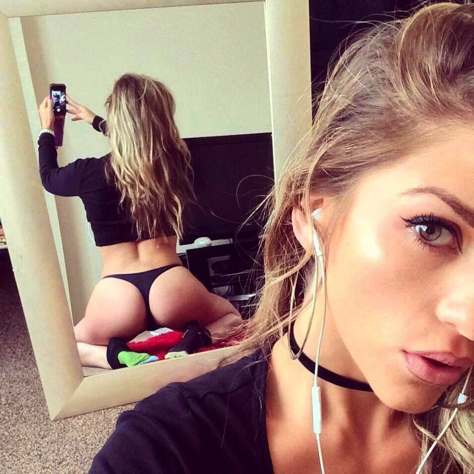 That's how you take a sexy selfie..