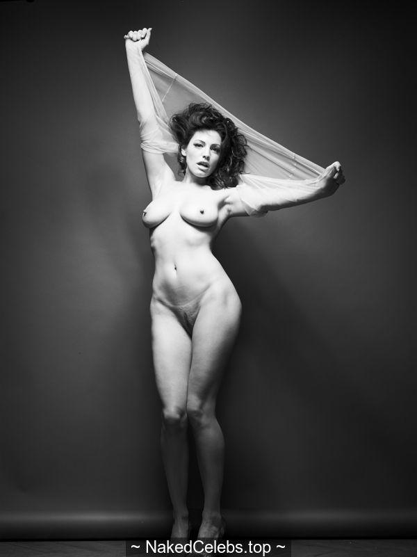 Kelly Brook full frontal nude