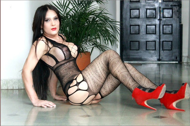 busty brunette feminine live sex cam trans model KristalMooreTS in leather accessoires.jpg