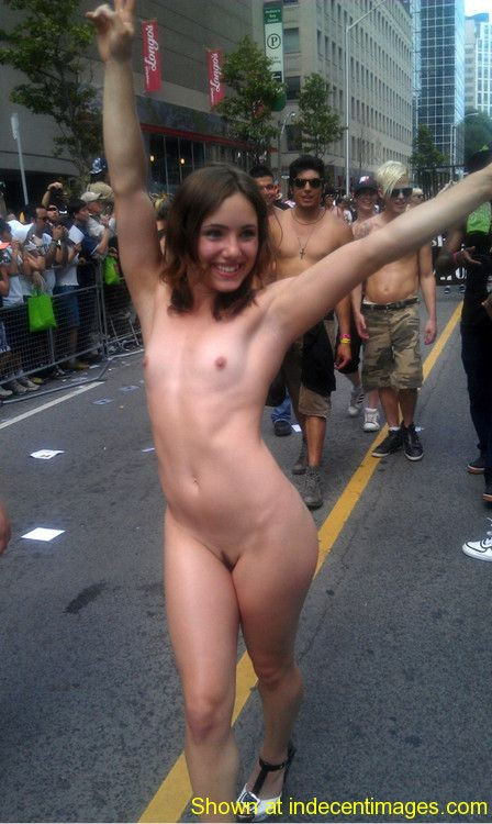 Sexy exhibitionist shows all at the parade