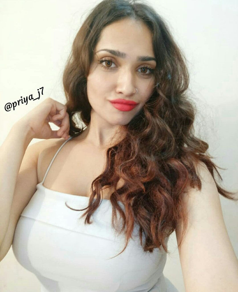 Gurugram Escorts female is known for their beauty and amazing services, and these girls know the ...