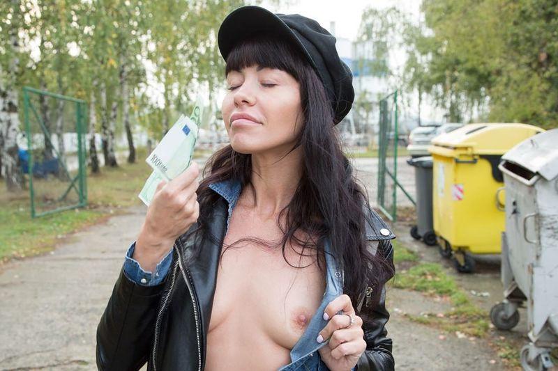 Sasha Colibri dostaje kasę za loda i seks w miejscu publicznym. Darmowe sex filmy.