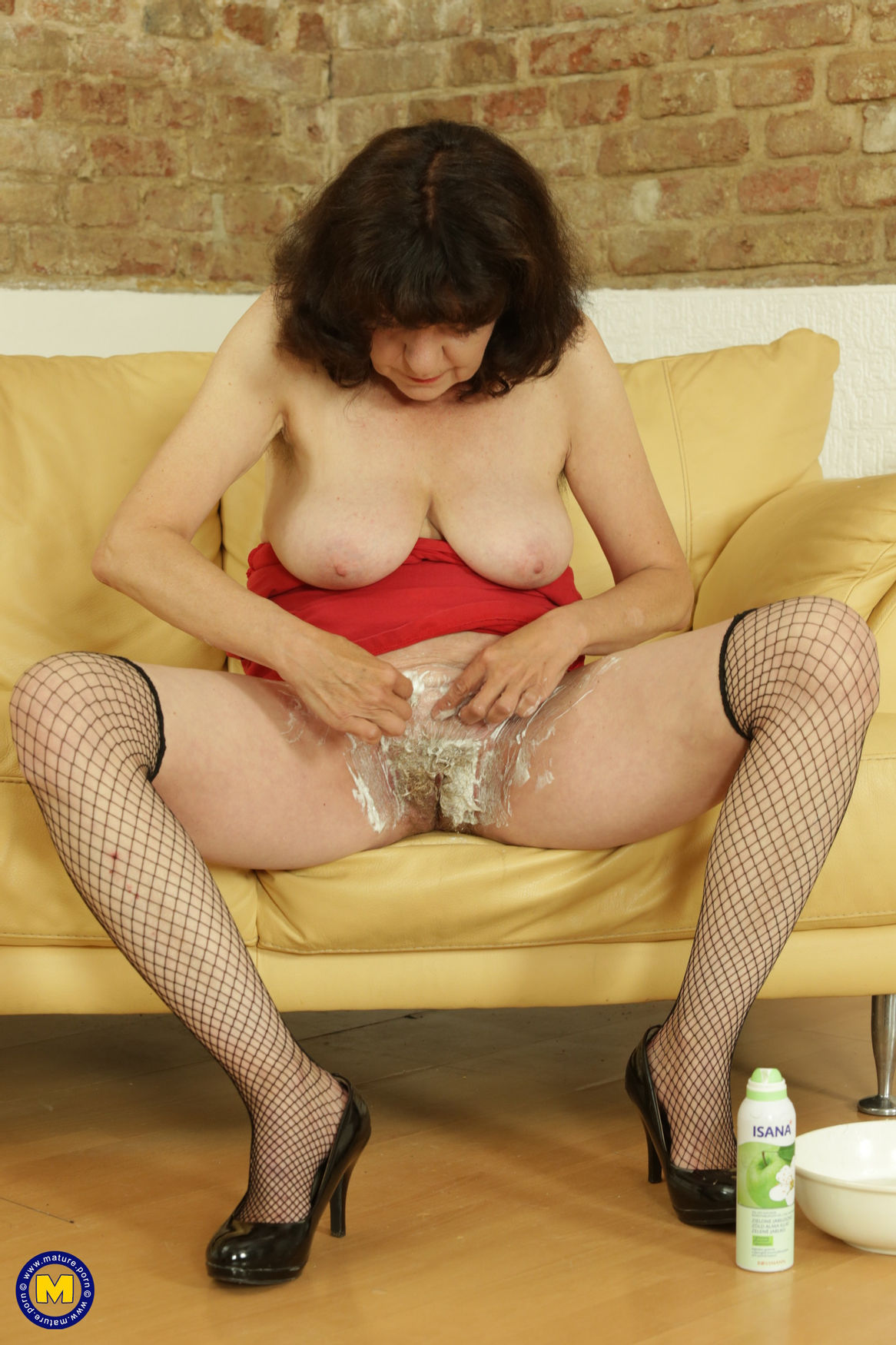 Horny mature lady shaving her hairy pussy in fishnet stockings and high heels