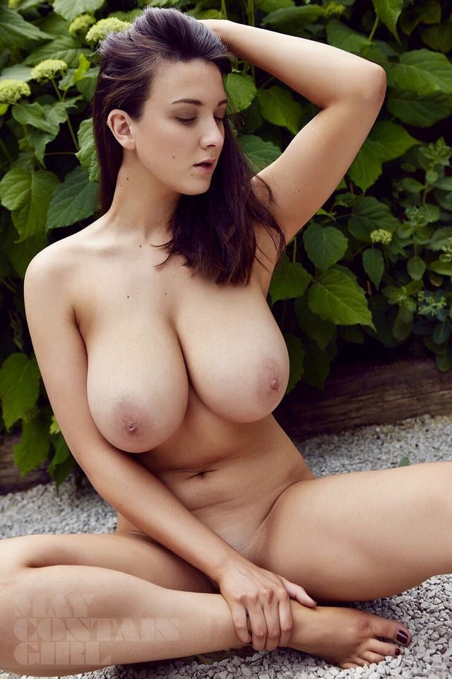 Those are some really nice tits 👍👍👍