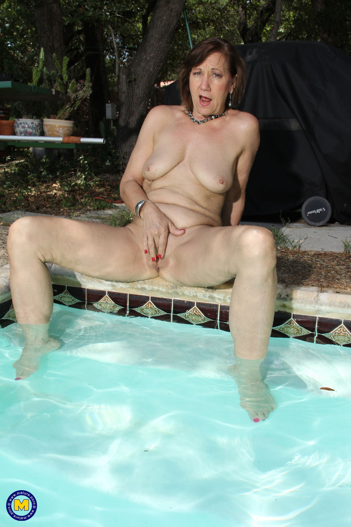 Amateur sexy granny masturbates by the pool spoiling her shaved mature pussy
