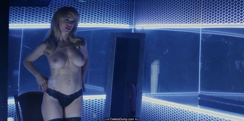 Yuliya Mayarchuk topless at La Porta Rossa