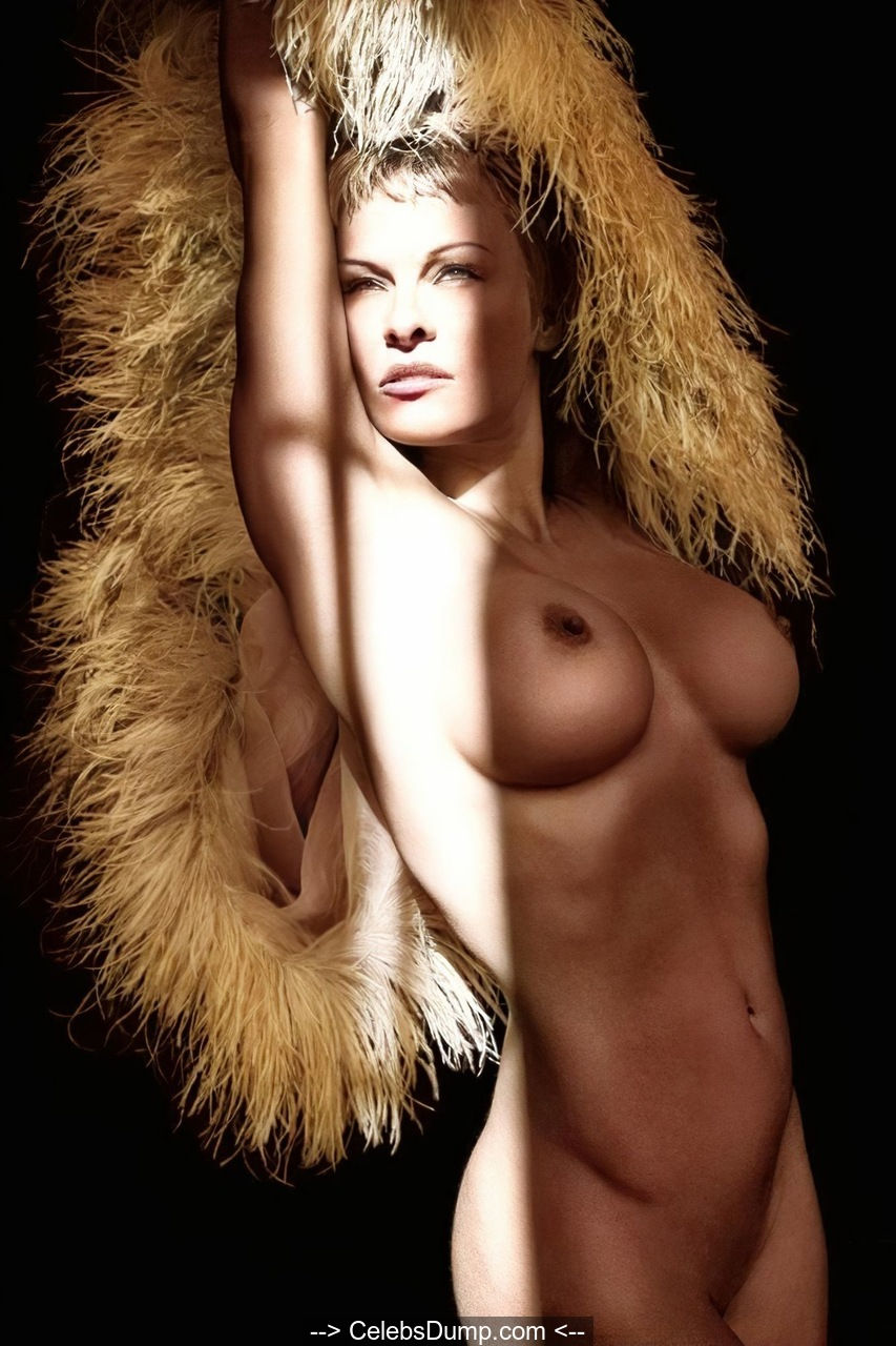 Pamela Anderson fully nude for Purple Magazine