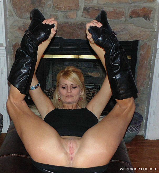 skinny mature pornstar and livesex camgirl Marie Wadsworthy shaved pussy and long legs in boots