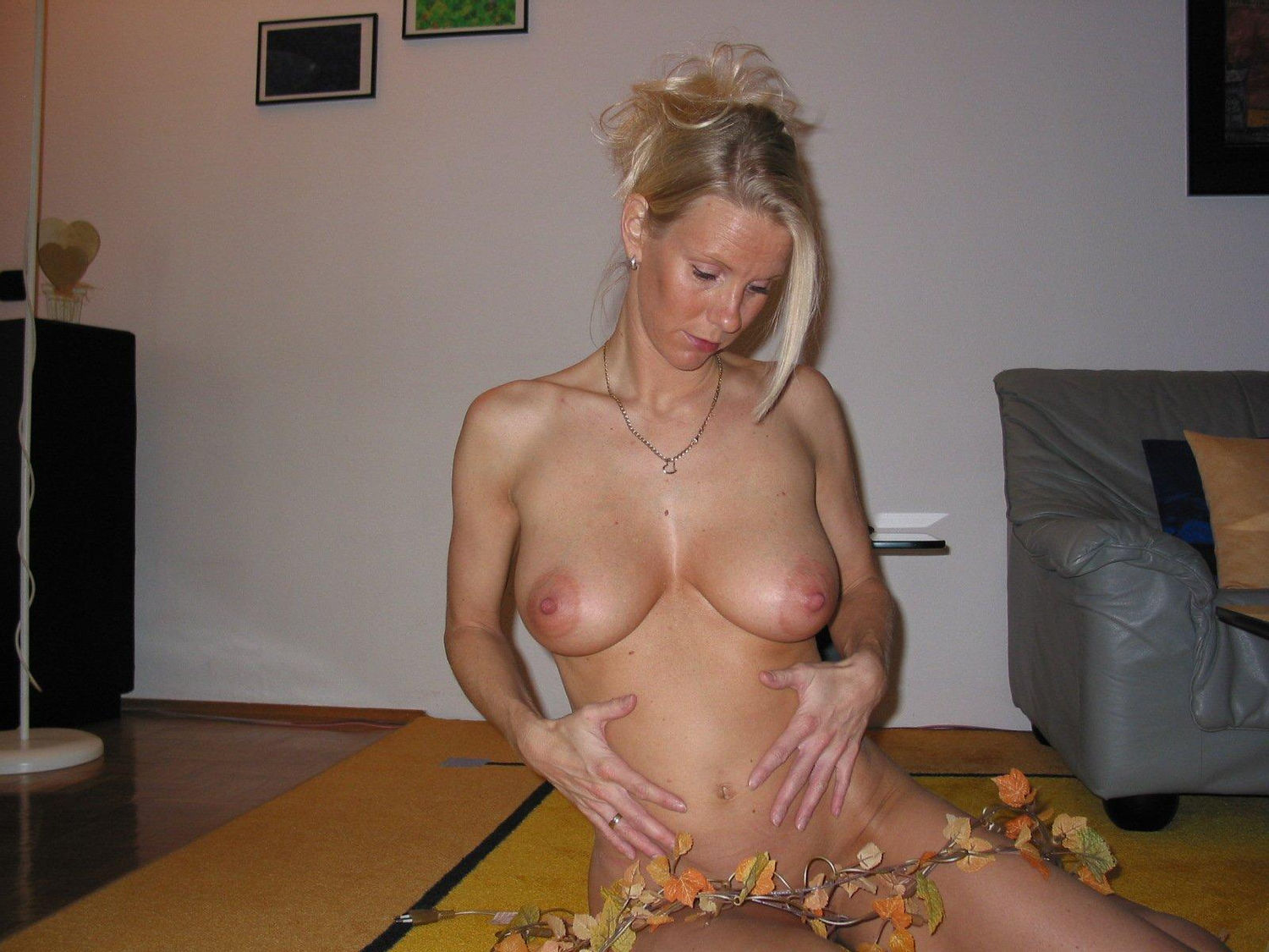 Blonde amateur wife poses her perfect natural tits